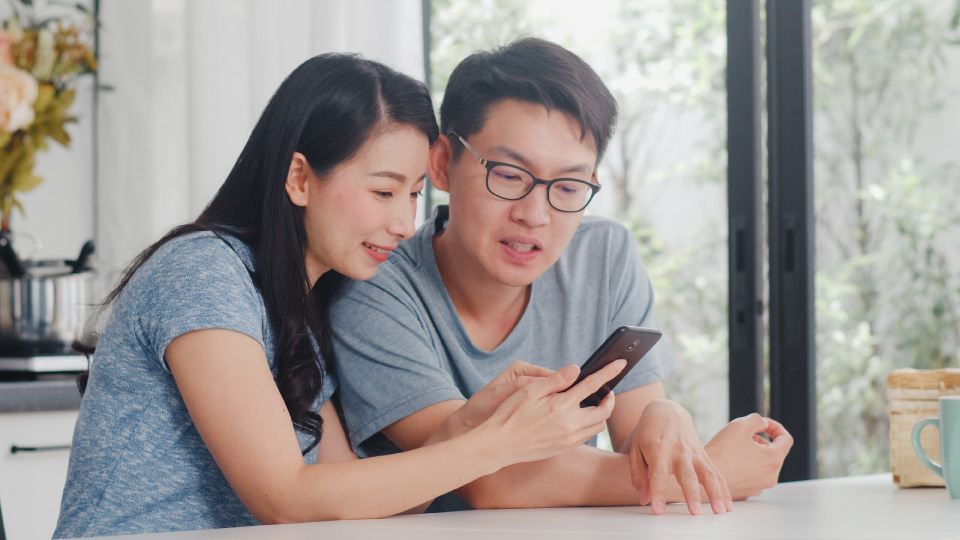 Couple using Leastric at their home